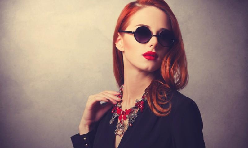 A style redhead women