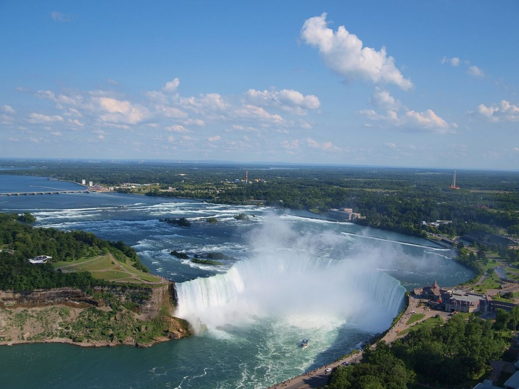 """Canadian Horseshoe Falls with Buffalo in background"" by Ujjwal Kumar - Wikipedia"