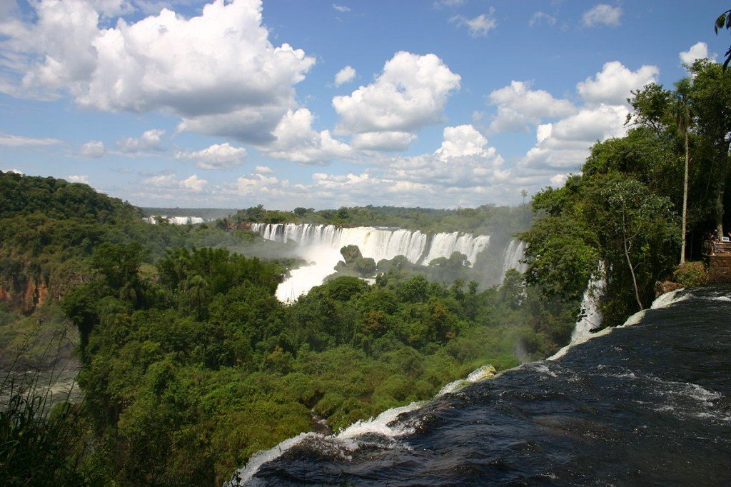 """Iguacu Falls Argentine side"" by Charlesjsharp - Wikipedia"