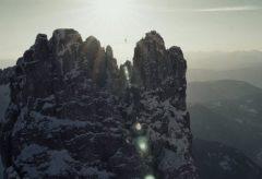 Highlining 2800m in winter